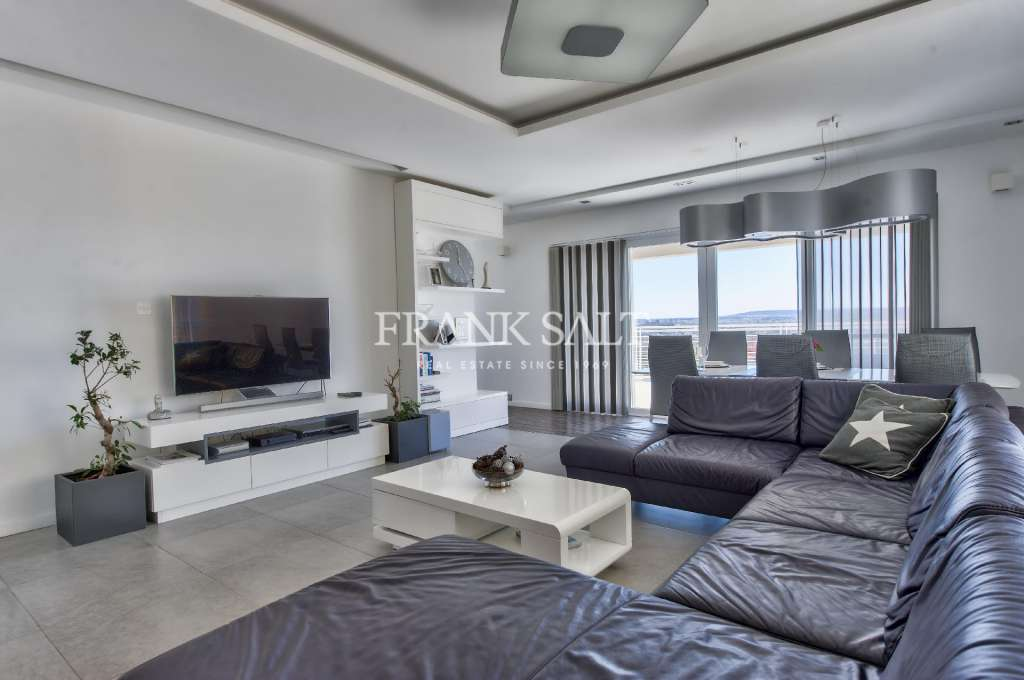 Fort Cambridge, Furnished Apartment-image-2