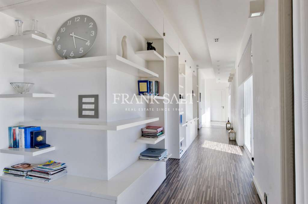 Fort Cambridge, Furnished Apartment-image-6