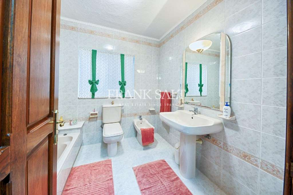 Mosta, Furnished Terraced House-image-9