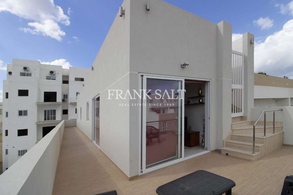 Gzira, Furnished Penthouse-image-11