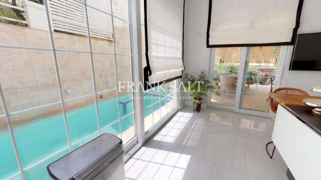 Ta' Xbiex, Furnished Semi-detached Villa-image-11