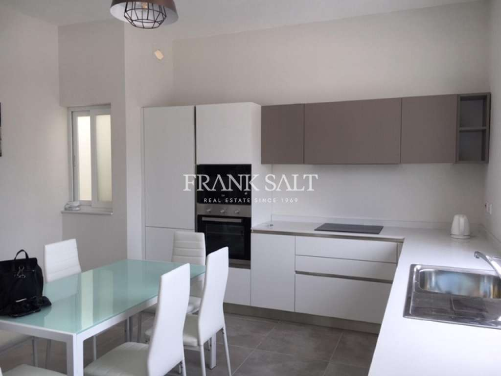 Victoria, Furnished Penthouse-image-3