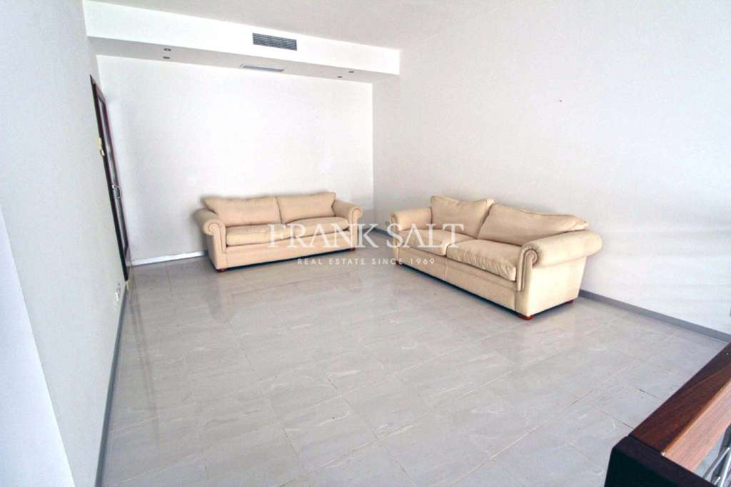 Fort Chambray, Furnished Duplex Apartment-image-6