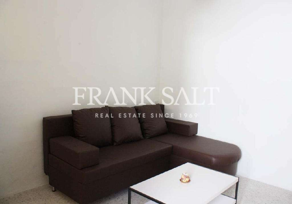 Paola, Furnished Maisonette-image-2
