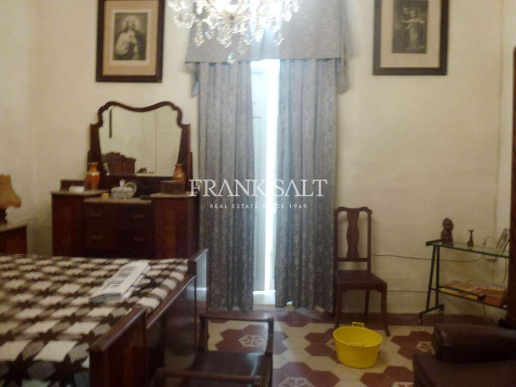Valletta, Unconverted Town House-image-3