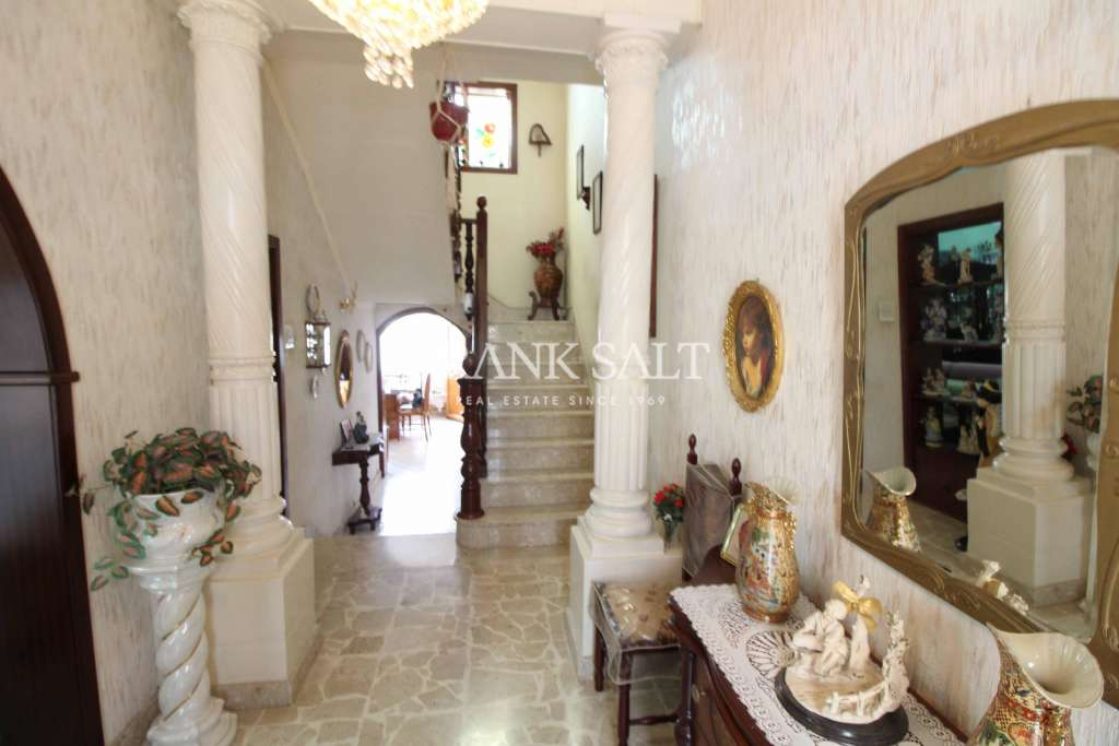 Kalkara, Unconverted Town House-image-1