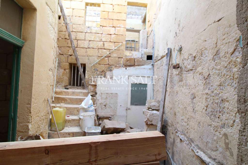Zabbar, Unconverted House of Character-image-1