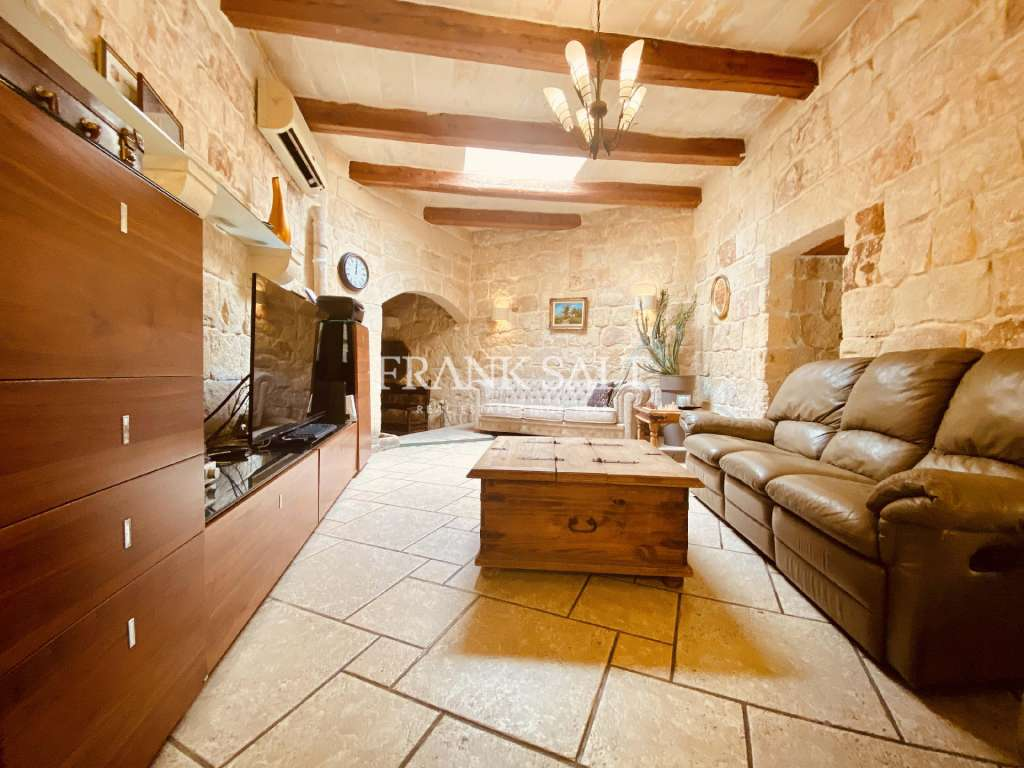 Zejtun, Converted House of Character-image-11