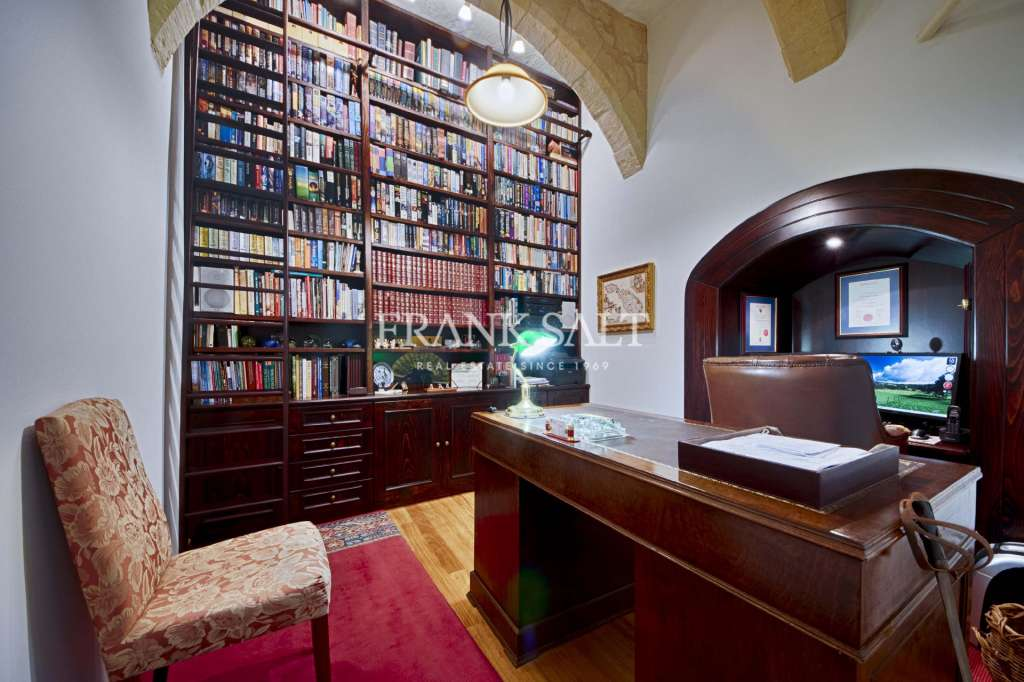 Vittoriosa Converted Town House-image-8