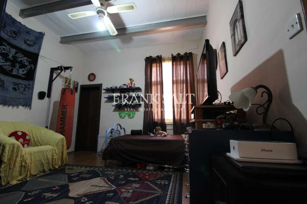 Paola, Furnished Town House-image-4
