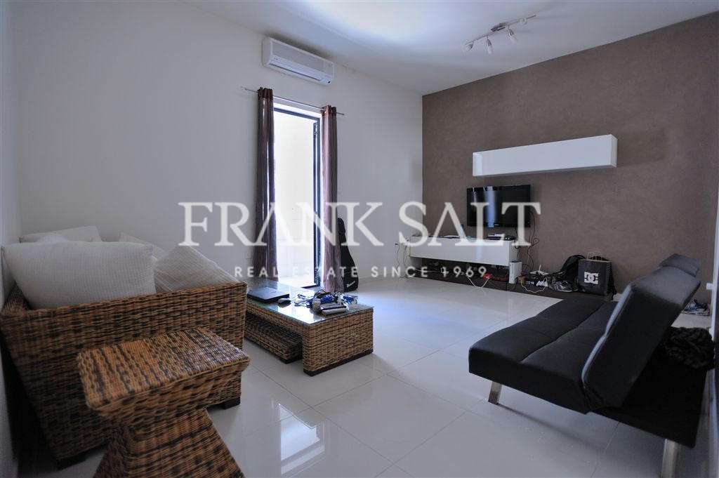 Gzira, Furnished Duplex Maisonette-image-5