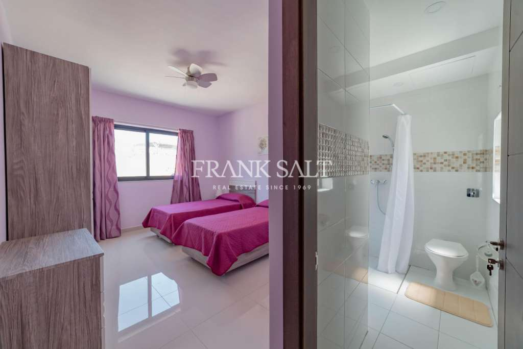 Mosta, Furnished Terraced House-image-4