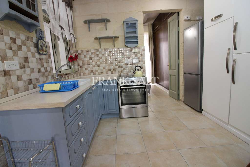 Mosta, Furnished Town House-image-4