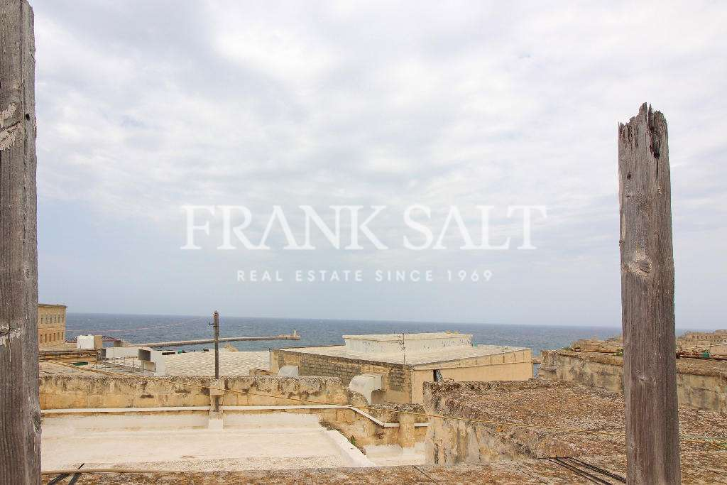 Valletta, Unconverted Town House-image-5