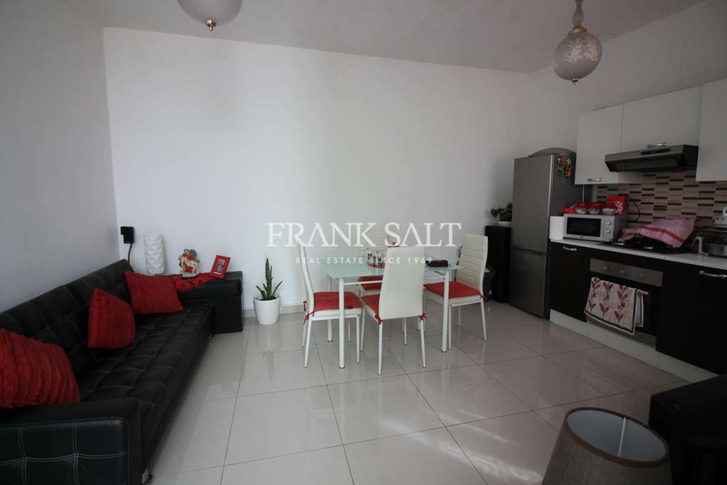 Gzira, Furnished Terraced House-image-2