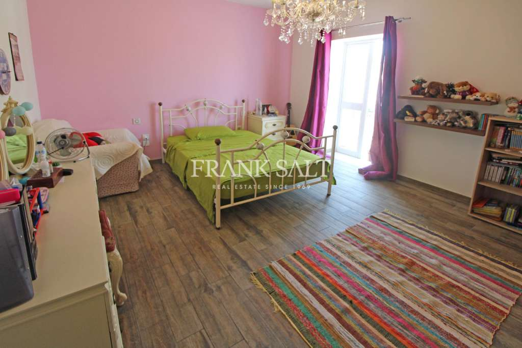 Mosta, Furnished Terraced House-image-7