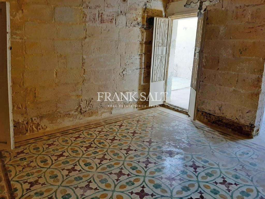 Qormi, Unconverted Town House-image-6
